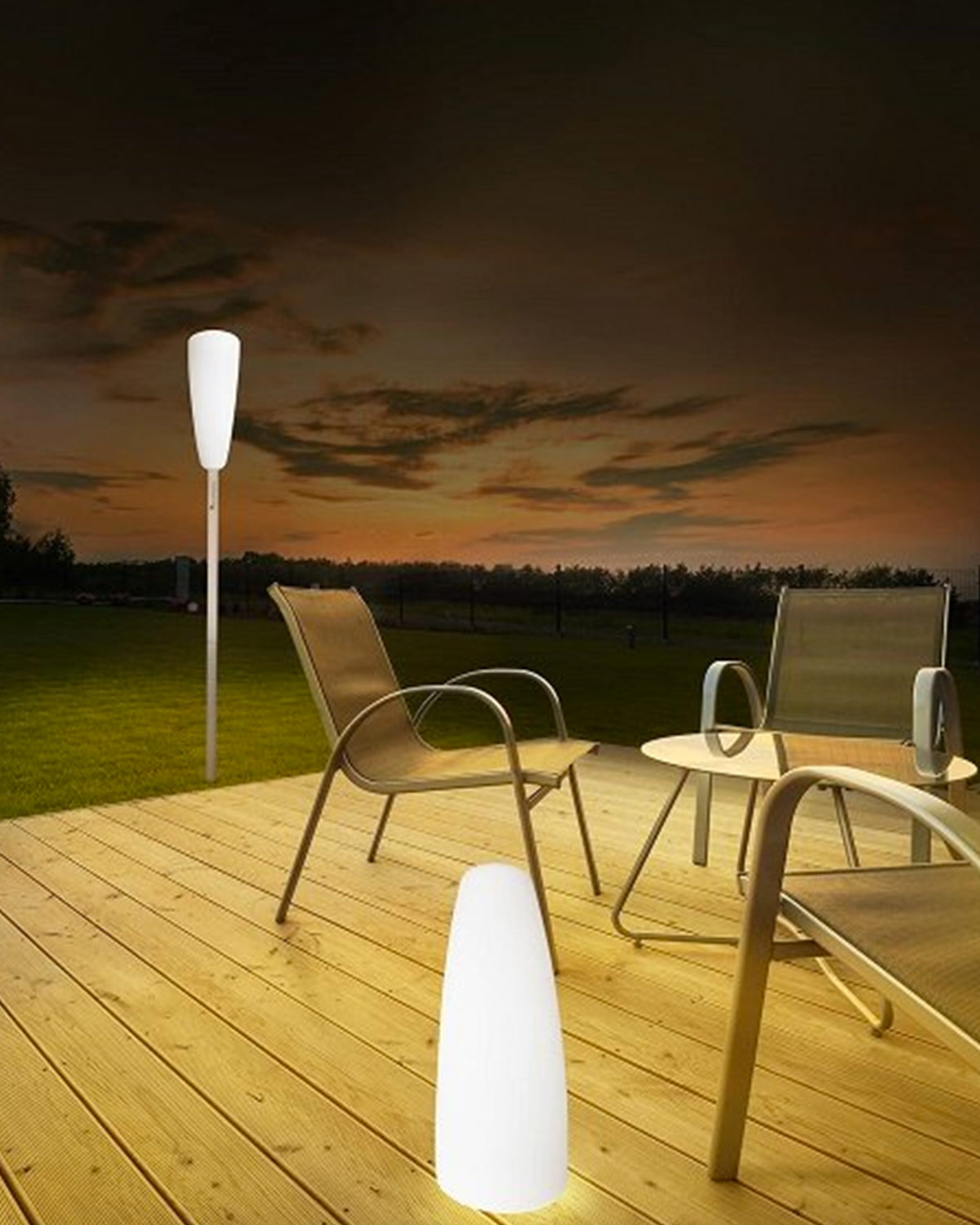 lampadaire solaire led ext rieur rouge by paranocta my. Black Bedroom Furniture Sets. Home Design Ideas